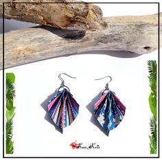Boucles d'oreilles papier pliage origami, feuille tropicale bleu, saumon, rose, vert, motif tribal ethnique, bijou : Boucles d'oreille par sunkris