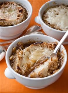 Onion & Fennel Soup Gratin from Barefoot Contessa. Heat the butter and oil in a large stockpot over medium-high heat. Add the onions and fennel, and cook over… Fennel Soup, Fennel Recipes, Soup Recipes, Cooking Recipes, Savoury Recipes, Paella Recipe, Barefoot Contessa, Soup And Sandwich, Salads