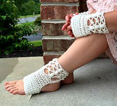 This pattern trio was designed along with the challengers in Round 6 of the Battle of the Stitches. It includes instructions for Yoga Socks, Footed Legwarmers and Hand Warmers.