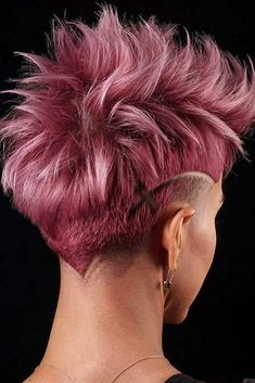 Discover The Trendiest Low Fade Haircut Ideas For Women : Messy Faded Mohawk With Shaved Stripes Low Fade Haircut, Pixie Haircut, Haircut Men, Haircut Short, Pixie Mohawk, Funky Hairstyles, Hairstyles Haircuts, Boy Haircuts, Modern Haircuts