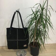 Siyah keçe görünümlü nubuk çantamız satış fiyatı 69.00 tl 👜 #bayançanta #beauty #çanta #style #fashion #alışveriş #çanakkale #turkey #stil #kalite #moda