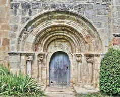 Portada de la iglesia de la Concepción - Crespos, Valle de Manzanedo, norte de la provincia de Burgos