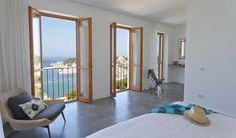 In an idyllic location on the charming bay of Port Sóller, with breathtaking views over its picturesque harbour and just a stone's throw away from the sea, t