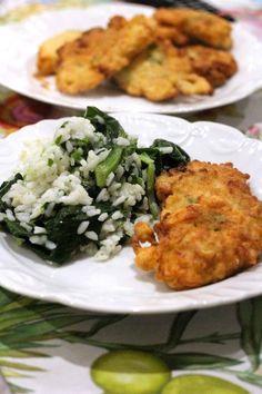 Pataniscas de salmão e alho francês com arroz de espigos