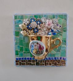 Estate Jewelry Vintage and Antique Jewelry Mosaic Crafts, Mosaic Projects, Mosaic Art, Mosaic Glass, Glass Art, Stained Glass, Diy Projects, Costume Jewelry Crafts, Vintage Jewelry Crafts