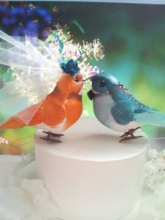 Teal and orange bird cake toppers - see more ideas at http://themerrybride.org/2015/01/31/teal-and-orange-wedding/