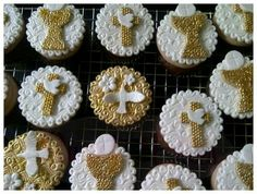 First Communion Cupcakes ~! First Communion Cakes, First Holy Communion, Cupcake Art, Cupcake Cakes, Comunion Cakes, Baptism Cookies, Religious Cakes, Cap Cake, Confirmation Cakes
