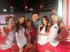 Kim Soo Ro shows his support for SECRET and KARA during filming for 'God of Victory'