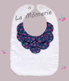 Bavoir bébé orné/bleu marine et cerises roses : Mode Bébé par la-momerie
