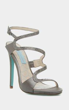 e25a5ef4d3f0d1 So cool! And unique, love these! Placard À Chaussures, Talons Aiguilles,
