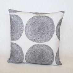 Marimekko Pippurikerä pillow cover by lanuitduhusky, Crochet Cushions, Marimekko, Paint Colors, Pillow Covers, Tapestry, Throw Pillows, Quilts, Rugs, Etsy