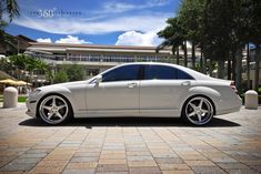White Mercedes on 360 Forged Straight aka mah new whip - Today Pin Mercedes S550, Mercedes Auto, Mercedes G Wagon, Bmw Sport, Benz S Class, Classic Sports Cars, My Ride, Hot Cars, Luxury Cars