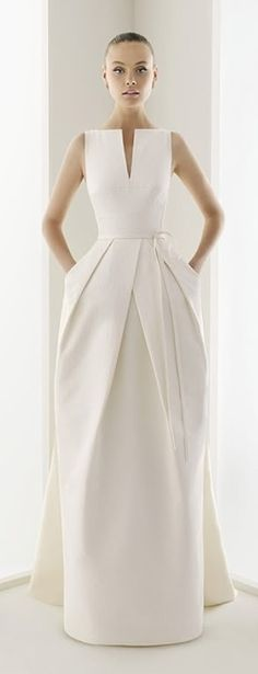 Wedding gown with pockets and a sleek, modern look. Beautiful Gowns, Beautiful Outfits, Beautiful Lines, Evening Dresses, Formal Dresses, Dresses Dresses, Fashion Dresses, Dress Outfits, Dress Shoes