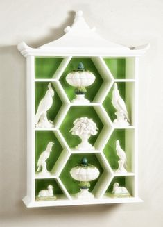 fr@ loves this 📌🌟pagoda curio shelf. white and green. Home Interior, Interior Decorating, Interior Design, Decorating Bedrooms, Pantone 2017 Colour, Fashion Online Shop, Chinoiserie Chic, Chinoiserie Fabric, Asian Decor