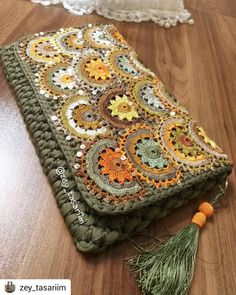 Marvelous Crochet A Shell Stitch Purse Bag Ideas. Wonderful Crochet A Shell Stitch Purse Bag Ideas. Bag Crochet, Crochet Shell Stitch, Crochet Clutch, Crochet Handbags, Crochet Crafts, Crochet Stitches, Crochet Hooks, Free Crochet, Crochet Patterns