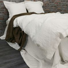 Our subtly rich Chalk hue gives our linen duvet cover a special aura of calm and peaceful joy. Created to your size specifications, our hand-sewn European linen duvets close securely with four outer t Matching Bedding And Curtains, Duvet Bedding Sets, Linen Duvet, Bed Linen Sets, Linen Fabric, Flat Sheets, Bed Sheets, Black Bed Linen, Duvet Covers
