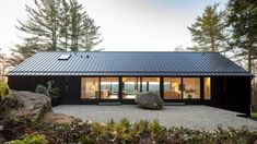 New York practice Desai Chia Architecture has wrapped a house in Connecticut situated on top of a rocky ledge with charred cedar and large windows that overlook the hilly landscape. Forest Scenery, Light Hardwood Floors, Casas Containers, Three Bedroom House, Exterior Cladding, House Made, Design Case, Open Plan, Architecture Design