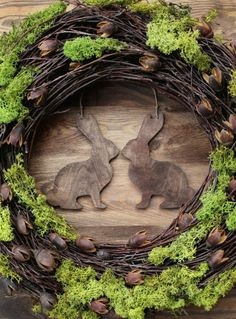 Rustic Easter wreath 16 - Home decor spring door wreaths decorations green moss wood country woodland rabbit bunny Diy Spring Wreath, Spring Door Wreaths, Easter Wreaths, Spring Crafts, Decoration Vitrine, Diy Decoration, Diy Ostern, Deco Floral, Hoppy Easter