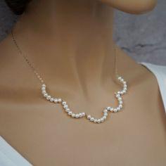 Délicate petite perle or remplie de fil enroulé collier Sea Glass Jewelry, Pearl Jewelry, Wedding Jewelry, Diamond Jewelry, Beaded Jewelry, Jewelery, Fine Jewelry, Jewelry Necklaces, Handmade Jewelry