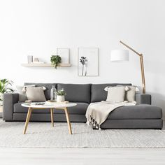 Scandinavian living room, living room decorations, small living room, modern living room Scandinavian style is trendy these years. The most striking element of Scandinavian minimalism is its color scheme - especially its simplicity. Use a pale Modern Minimalist Living Room, Living Room Modern, Interior Design Living Room, Scandinavian Interior Living Room, Scandinavian Wall Decor, Scandinavian Style, Interior Design Simple, Small Living Room Designs, Modern Room Design