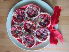 Backen mit Blumen: Erdbeer-Rhabarber-Törtchen