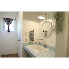女性で、2LDKの洗面台/モシャモシャモス/いなざうるす屋さん/TOTO病院用流し/TOTO 実験用シンク…などについてのインテリア実例を紹介。「今年のタオルは青にしました( ˊᵕˋ ) 」(この写真は 2017-01-11 19:25:35 に共有されました) Alcove, Tiny House, Bathtub, Bathroom, Toto, Interior, Yahoo Beauty, Standing Bath, Washroom