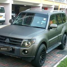 Mitsubishi pajero full wrap with 3M 1080series matte charcoal matellic-M211…