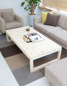 24 Easy Pallet Sofas and Coffee Tables to DIY in One Afternoon - DIY Projects - Design Rattan Furniture Pallet Lounge, Diy Pallet Sofa, Diy Pallet Furniture, Diy Pallet Projects, Pallet Ideas, Furniture Design, Pallet Dining Table, Diy Outdoor Table, Diy Coffee Table