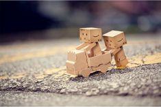 danbo   Blog Paper Toy papertoy Danbo playing Danbo, le robot en carton...