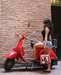 Mod Scooter, Scooter Motorcycle, Motorbike Girl, Vespa Girl, Scooter Girl, Motor Scooters, Vespa Scooters, Triumph Motorcycles, Ducati