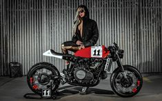 Inazuma café racer: VF750 by Lucky Custom