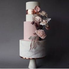 47 unique takes on the traditional white wedding cake 1 - Wedding cakes - Mariage White Wedding Cakes, Elegant Wedding Cakes, Wedding Cupcakes, Wedding Cake Toppers, Wedding White, Light Wedding, Wedding Unique, Wedding Cake Prices, Wedding Cake Designs