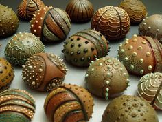 clay texture pods Wimberly Wimberly Tully Riner - (these were sculpted with stoneware clay, but you could texture river rocks the same way with puff paint and beads) Polymer Clay Kunst, Polymer Clay Creations, Polymer Clay Beads, Ceramic Clay, Ceramic Pottery, Stoneware Clay, Ceramic Bowls, Art Beauté, Filigranes Design
