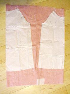 La sciarpa che canta: Cartamodello e tutorial - Grembiule per la scuola Pattern Making, Valance Curtains, Sewing, How To Make, Home Decor, Dressmaking, Decoration Home, Couture, Room Decor