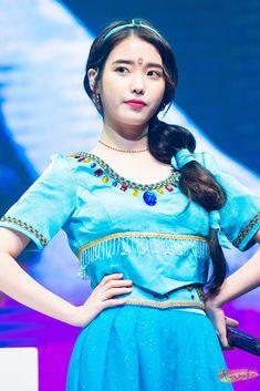 IU 180915 Debut 10th Anniversary FM Blackpink And Bts, Look Alike, Korean Actresses, Little Sisters, Korean Singer, Kpop Girls, Pretty Outfits, Girl Group, Asian Girl