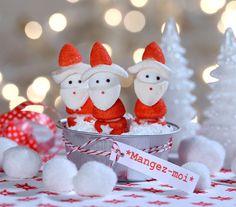 Des marshmallows, des fraises, de la pâte d'amandes et hop je confectionne une ribambelle de petits Père Noël pour les offrir ou les dévorer illico presto !!!photo Fabrice Demessence