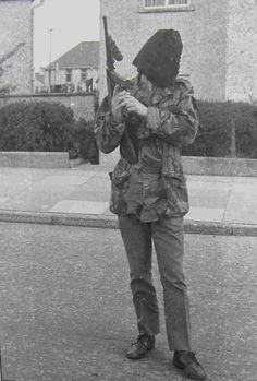 IRA checkpoint in Creggan Estate, Derry Ireland 1916, Time In Ireland, Northern Ireland Troubles, Belfast Northern Ireland, Belfast City Centre, Irish Republican Army, The Ira, Military Drawings, Interesting History