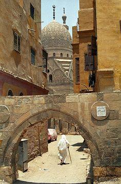 El Cairo (Egipto). La 'Ciudad de los Muertos'. Puerta de muralla More