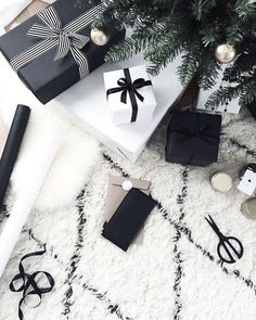 ¡La Navidad también puede ser minimalista! Apostamos todo al blanco y negro para una decoración más sobria. ¿Os gusta?