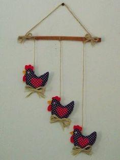 Móbile de galinha | Rejane Meyer | Elo7 Felt Crafts, Easter Crafts, Fabric Crafts, Sewing Crafts, Christmas Crafts, Sewing Projects, Craft Projects, Chicken Crafts, Chicken Art