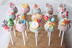 Alice in Wonderland cake pops // cakepops de Alicia en el país de las maravillas