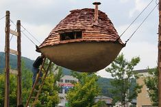 Irisentei Tea House (or Flying Mud Boat) by Terunobu, designed to resist the ravages of floods and earthquakes.