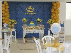 Coroa dourada grande. Ideal para painel de festas com tema Realeza.