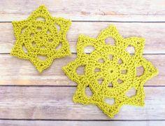 Chunky Crochet Doily Pattern in Two Sizes   www.petalstopicots.com   #crochet #pattern #doily