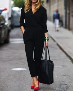 Love this all black look with a pop of color from the red pumps! I have the shoes just need the rest 🙂 Love this all black look with a pop of color from the red pumps! Work Fashion, Fashion Models, Fashion Looks, Fashion Trends, Office Fashion, Spring Fashion, Business Casual Outfits, Business Attire, Mode Outfits