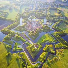 Bourtange is a beautiful bastion fortress in the province of Groningen, The Netherlands. Find the best things to do in Bourtange, where to stay and Star Fort, Places To Travel, Places To Visit, Walled City, Aerial Photography, Aerial View, Belle Photo, Countryside, Netherlands