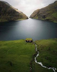 Isolate in the Saksun, Faroe Islands. Photo by Who… – All Pictures Beautiful World, Beautiful Places, Peaceful Places, Wonderful Places, Places To Travel, Places To Visit, Faroe Islands, Belle Photo, Beautiful Landscapes