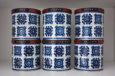 These are so nostalgic! Vintage Tins, Retro Vintage, Haku, Spice Tins, Glass Ceramic, Tin Boxes, Little Boxes, Retro Home, Marimekko
