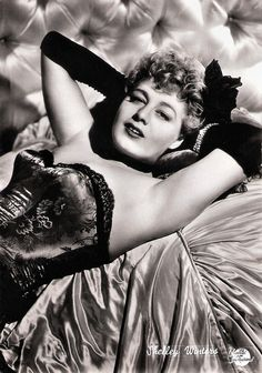 https://flic.kr/p/CTmv3z | Shelley Winters | Italian postcard by Bromofoto, Milano, no. 316. Photo: Universal International.