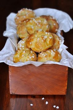 A really too sweet treat After a little trip to the neighboring farm last weekend where I picked up good fresh eggs, I came up with the idea of ​​picking from the great pastry classics, to offer you the recipe for choux pastry … Sweet Recipes, Cake Recipes, Dessert Recipes, No Bake Desserts, Easy Desserts, Cheese Appetizers, Eclairs, Fermented Foods, Food Cakes
